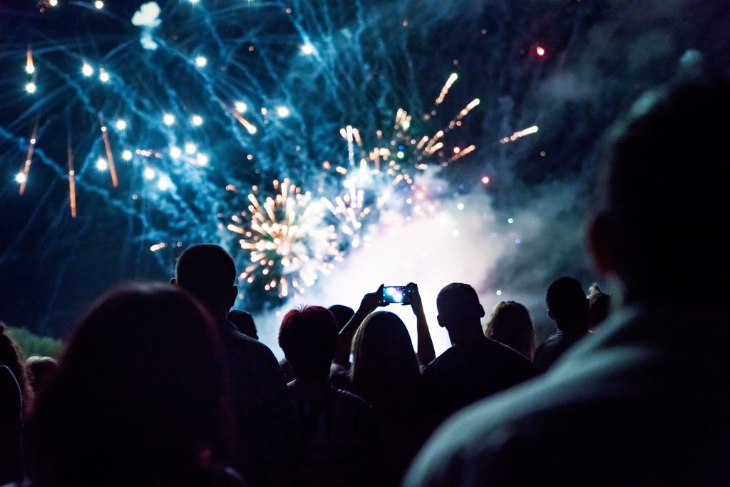 best apartments to watch kansas city fireworks - stock image of crowd watching fireworks